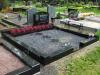 Hauapiire graniidist, PPP, ristlõikega 15x15cm, 2 hauakohta (laius 250cm, pikkus 250cm), serva laius 15cm, serva kõrgus 15cm (peatsis 20cm), 2 nurgaposti, sirge lilleriba mullaga, lävekoht, killustik must
