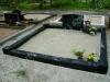 Hauapiire graniidist, PPP, ristlõikega 15x15cm, 2 hauakohta (laius 250cm, pikkus 250cm), serva laius 15cm, serva kõrgus 15cm, 4 nurgaposti nõgusa faasiga, liiv