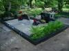 Hauapiire graniidist, PPP, ristõikega 15x15cm, 4 hauakohta (laius 500cm, pikkus 250cm), serva laius 15cm, serva kõrgus 15cm, sirge kahekohaline lilleriba mullaga, liiv