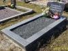 Hauapiire graniidist, PPP, ristlõikega 20x10cm, 1 hauakoht (laius 125cm, pikkus 250cm), serva laius 20cm, serva kõrgus 10cm (peatsis 15cm), graniitkillustik must
