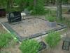 Hauapiire graniidist plaatidega, PPP-15 must, 2 hauakohta (laius 250cm, pikkus 250cm),  betoonist vundamendil, serva laius 15cm, graniitkillustik