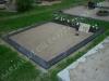 Hauapiire graniidist plaatidega, PPP-15 must, 2 hauakohta (laius 250cm, pikkus 250cm), betoonist vundamendil, serva laius 15cm, sirge lilleriba mullaga, liiv