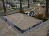 Hauapiire graniidist plaatidega, PPP-15 must, 3 hauakohta (laius 375cm, pikkus 250cm), betoonist vundamendil, serva laius 15cm, sirge lilleriba mullaga, liiv