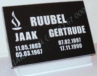 Hauaplaat [0135-9] 45x30x3cm, must graniit, pilt-16, kiri-23(est/rus), hõbedavärv, betoonalus