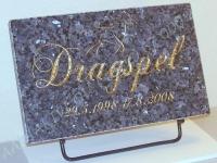 Hauaplaat 0100 40x25x3cm, sinine pärl graniit, pilt-H8 kullavärv, kiri-15 kullavärv, metallist alus