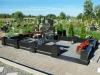 Graniidist hauapiire Jõhvi kalmistul, must PPP, pealt püramiidikujulised postid