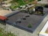 Hauapiire lihvitud betoonist, must kild ja must tsement, 2 hauakohta (laius 250cm, pikkus 250cm), serva laius 15cm, madal päis, sirge lilleriba mullaga, graniitkillustik tume mix