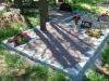 Hauapiire paekivist, 10cm (1 rida), 2 hauakohta, 2 lillenurka, muld, graniitkillustik, hauaplaat