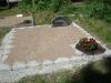 Hauapiire paekivist, 10cm x 1 rida, 2 hauakohta (laius 250cm, pikkus 250cm), lillenurk mullaga, liiv, hauakivi