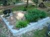 Hauapiire paekivist, 10cm (1 rida), 2 hauakohta, lillenurk, muld, liiv, hauakivi (b)