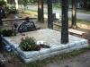Hauapiire paekivist, 10cm (2 rida), 2 hauakohta, liiv, 2 lillenurka, muld, latern, pink, hauakivi