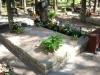 Hauapiire paekivist, 10cm x 2 rida, 2 hauakohta (laius 250cm, pikkus 250cm), liiv, lilleriba mullaga, latern, pink, hauakivi