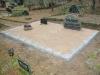 Hauapiire paekivist, 15cm (1 rida), 3 hauakohta, vaas, muld, liiv, hauakivi (a)