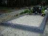 Hauapiire pesubetoonist lego,  must kild ja must tsement, 1 hauakoht (laius 125cm, pikkus 250), serva laius-13cm, sirge lilleriba mullaga, liiv
