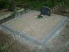 Hauapiire pesubetoonist lego, hall kild ja hall tsement, 2 hauakohta (laius 250cm, pikkus 250cm), serva laius 13cm, liiv
