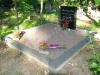 Hauapiire pesubetoonist lego, hall kild ja hall tsement, 2 hauakohta (laius 250cm, pikkus 250cm), serva laius 13cm, vaas ja lillenurgad mullaga, graniitkillustik hele mix