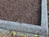 Hauapiire pesubetoonist lego, hall kild ja hall tsement, 3 hauakohta (laius 375cm, pikkus 250cm), serva laius 13cm, graniitkillustik punakaspruun