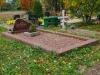 Hauapiire pesubetoonist, 1 hauakoht, punakaspruun kild ja punakaspruun tsement, laius-125cm, pikkus-250cm, serva laius-15cm, punakaspruun graniitkillustik (b)