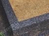 Hauapiire pesubetoonist, must kild ja hall tsement, 3 hauakohta (laius 375cm, pikkus 250cm), serva laius 15cm, liiv