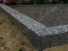 Hauapiire pesubetoonist, hall kild ja hall tsement, 4-hauakohta (laius 500cm, pikkus 250cm), serva laius 15cm, kõrge päis, sirge lilleriba mullaga, graniitkillustik hele mix