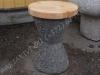 Hauapink pesubetoonist, väike, must, puidust istmega