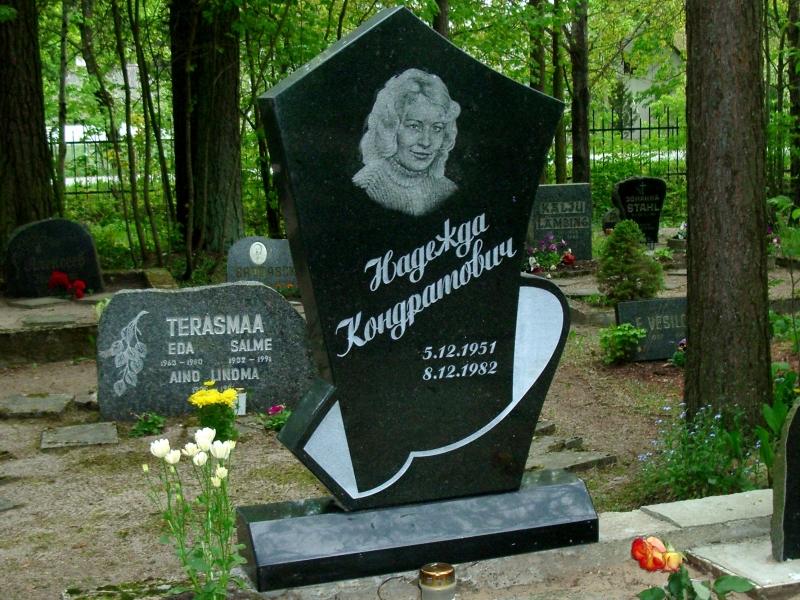 Hauakivi [060-29-10] 100x60x10cm, Poleeritud Poleeritud Poleeritud, portree, kiri-35(est/rus) diagonaalis, naturaalne
