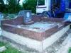 Hauapiire graniidist, eriprojekt Paldiski kalmistul, vundament valmis, graniidist detailid paigas