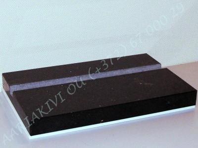 hauaplaadi graniidist alus laiusega 40cm poleeritud servad