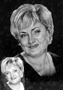 AARIAKIVI hauakivid portree graniidil naine fotoga