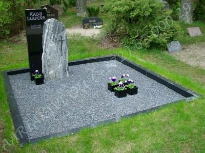 Hauapiire graniidist PPP-10x10 2 hauakohta laius-250cm, pikkus-250cm, serva laius-10cm, serva kõrgus-10cm, graniitkillustik tume mix a_1