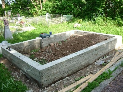 Hauapiire graniidist eriprojekt Paldiski kalmistul 03 vundament valmis