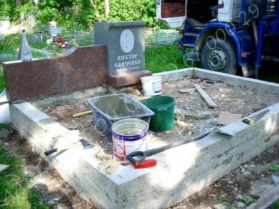 Hauapiire graniidist eriprojekt Paldiski kalmistul 04 vundament valmis graniidist detailide paigaldamine