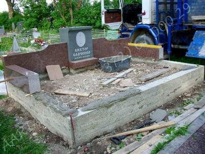 Hauapiire graniidist eriprojekt Paldiski kalmistul 05 vundament valmis graniidist detailide paigaldamine
