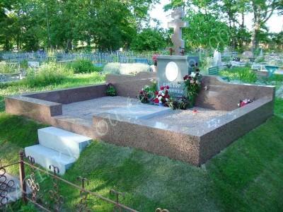 Hauapiire graniidist eriprojekt Paldiski kalmistul 08 vundament valmis graniidist detailid paigas PIIRE VALMIS_0