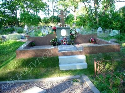 Hauapiire graniidist eriprojekt Paldiski kalmistul 09 vundament valmis graniidist detailid paigas PIIRE VALMIS