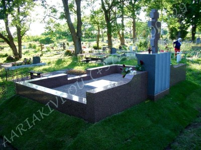 Hauapiire graniidist eriprojekt Paldiski kalmistul 11 vundament valmis graniidist detailid paigas PIIRE VALMIS