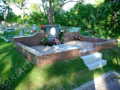 Hauapiire graniidist eriprojekt Paldiski kalmistul 12 vundament valmis graniidist detailid paigas PIIRE VALMIS