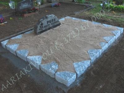 Hauapiire paekivist 15cm x 1 rida, 2 hauakohta, liiv, hauakivi b