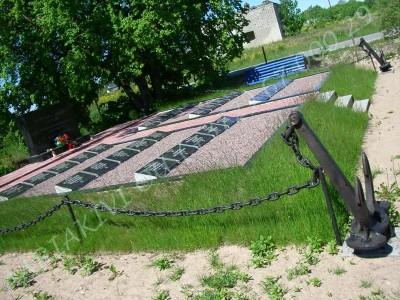 Paldiski kalmistule rajatud mälestusmärk 1956 aastal 20 oktoobril uppunud alvelav PLM-200 hukkunud meeskonnaliikmetele 05